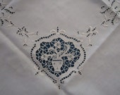 "Vintage Exceptional Ecru Linen Needle Lace 36"" Tablecloth with 4 Napkins"