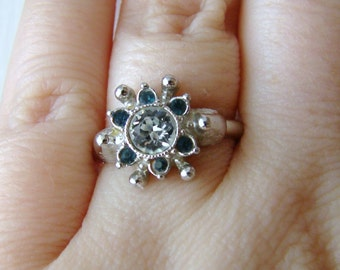 Vintage  Avon silver flower ring with blue and white crystals- size 7.5