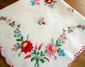 """Very nice hungarian folk art tablecloth, """"Kalocsai"""""""