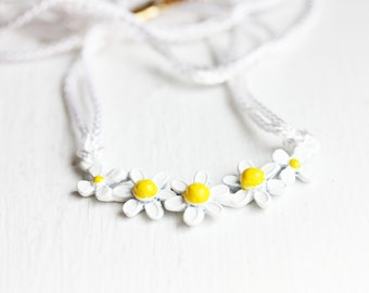 White Daisy Rope Necklace