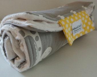 Baby Change Mat - Giraffe with Cream  Minky Fabric with Yellow Dots closure