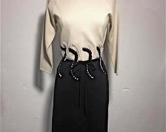 20% Off SALE Coupon Code FAVORITE20 Vintage 1960s Black And White Ponte Dress