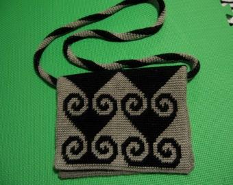 Pattern for Messenger Bag in Tapestry Crochet