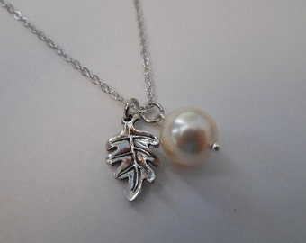 June Birthday Necklace, Pearl Birthstone Necklace, Bridesmaids gift, Wedding Gift, Silver Necklace wiht Little Oak Leaf with Pearl Necklace