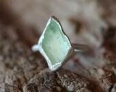 Geometric Raw Hiddenite Silver Ring Arrow Green Glowing - Mint Marker