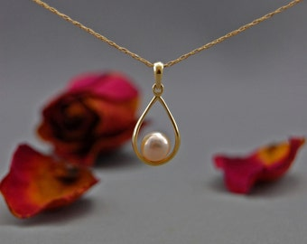 Luna - pearl pendant, pearl jewelry, pearl necklace, wedding, for her, gift, June birthday, anniversary, pendant, jewelry, necklace, youth