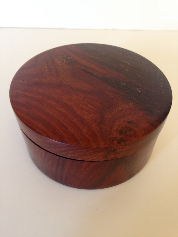 small round handmade box with lid. Black Bedroom Furniture Sets. Home Design Ideas