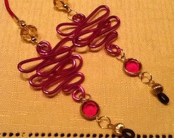 Fuschia Aluminum Wirework Eyeglass holder with Vintage rose crystal and clear crystal beads