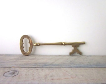 Vintage Skeleton Key Figurine