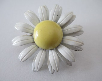 Brooch, vintage, 1960's daisy, chippy enamel, small and sweet, white flower with a big lemon yellow center