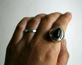 VINTAGE// Black Stone Sculptural Teardrop Sterling Silver Ring - Size 6.75
