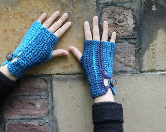 Fingerless gloves, blue/turquoise crochet mittens with wooden buttons