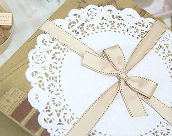 20 Romantic Ivy Lace Paper Doilies (9.5in)