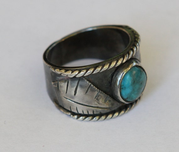 Boho Wide Hand Forged Vintage Southwest Style Turquoise Sterling Silver Ring Size 8