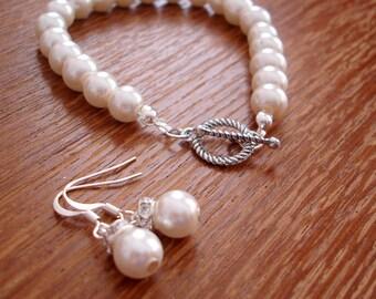 Simple Elegant Bridesmaid Gift Pearl Earrings and Bracelet Set - Bridal Set or Bridesmaids Gift