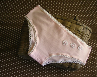 pink panties (size M) with ric-rac elastic and daisies - 60s inspired