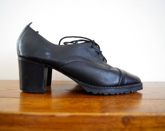 90s Black Leather Oxford Heels 9.5 Lace Up Chunky Heel Grunge Goth