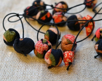 chirimen hanamaru necklace black and red