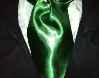 Cravat, In A Kelly Green Fabric or Ascot Mens Victorian Tie.