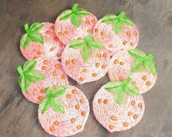 Vintage Set of 8 Woven Strawberry Shape Coasters Red Green Fruit Berry Retro Serving Dining Home Decor Kitchen Party