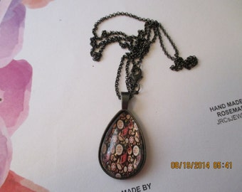 Black and Red Paisley Design Necklace