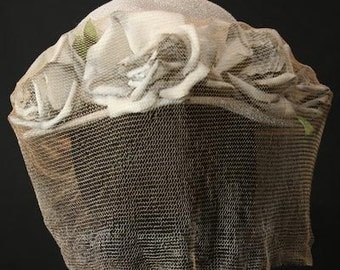 Romantic 1950s Pewter Roses Summer Hat - Victorian Style Picturesque Gray Millinery - Trapped Flowers - Spring - Fall - Ethereal - 32229-1