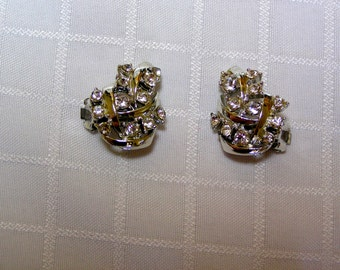 Vintage sparkling rhinestone leaves with silver tone vines clip earrings