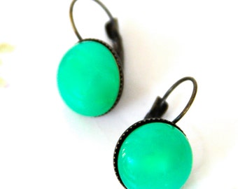Vintage Jade Green Opal Glass Antique Brass Drop Dangle Earring - Wedding,Bridal, Christmas,Bridesmaid