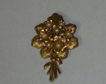Vintage Gold Plated Textured Detail BOUCHER Signed Floral Bouquet Pin Brooch w 3mm Genuine Pearls