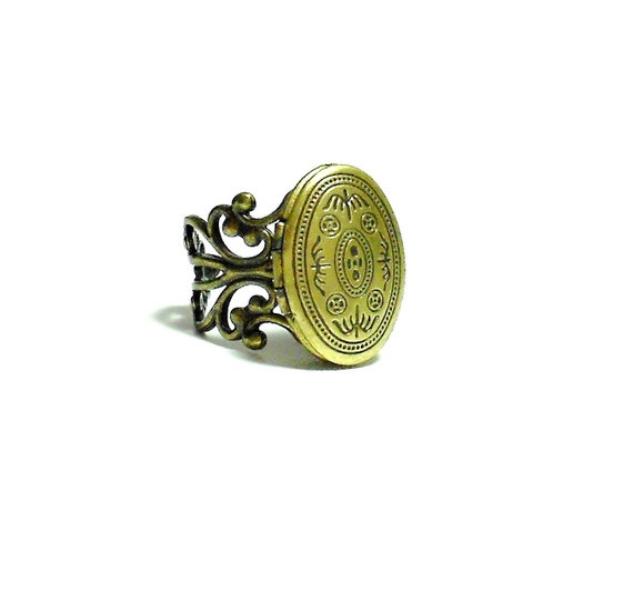 Oval Brass Locket Ring - Poison Ring - Solid Perfume Ring
