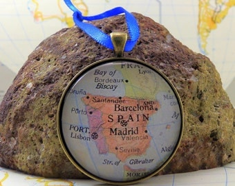 Spain Map Christmas Ornament, Keep a memory Alive / HONEYMOON Gift / Wedding Map Gift / Travel Tree Ornament / Corporate gift