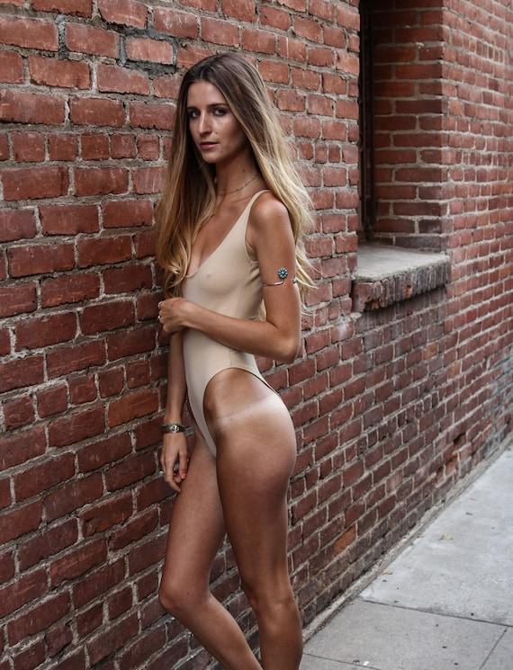 Naked Hip 38