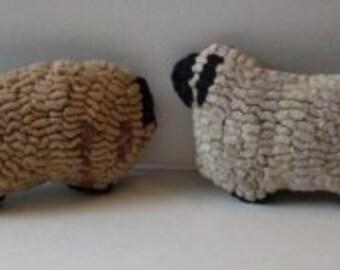 1   Primitive Folkart Hooked Rug Sheep   LJO Collection  We Ship Internationally