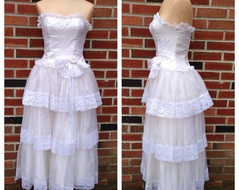 Vintage 80s Wedding Dress Tiered White Lace Strapless Sweetheart