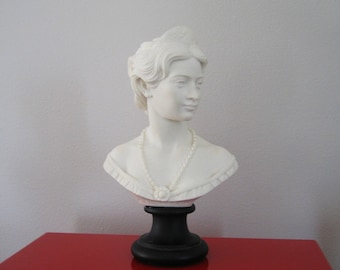 Bust of K. Elizabeth Lady 1989 by Italian Scupltor A Giannelli
