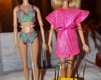 Blue floral bikini, pink cover-up and yellow tote bag set for Fashion Dolls - ed599