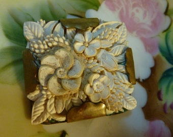 Large Beautiful Classic Vintage Brooch Pin Carved Celluloid/Plastic 1930's Intricate Floral
