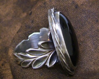 Sterling Silver carved Ring band with Onyx setting