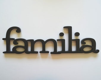 Familia Wood Sign Wall Hanging