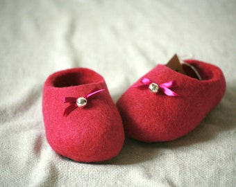 Hot pink wool felt slippers with pink bow and bell decors