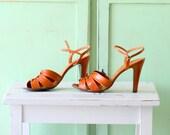 Vintage DESIGNER PEEP TOED Leather Heels..size 9 womens..mod. nina. mad men. shoes. mod. classic. librarian. peep toed. open toed. designer