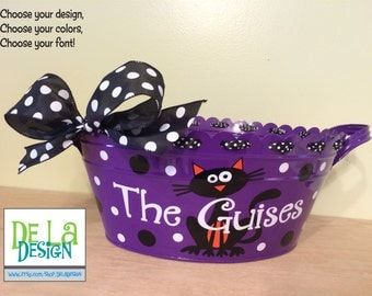 Personalized halloween scalloped oval metal bucket, tub, purple with Black Cat and family name for passing out candy
