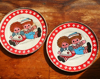 Vintage 1970s Toy - Tin Plates Raggedy Ann and Andy - Two Small Bobbs Merrill Vintage Metal Tea Plates