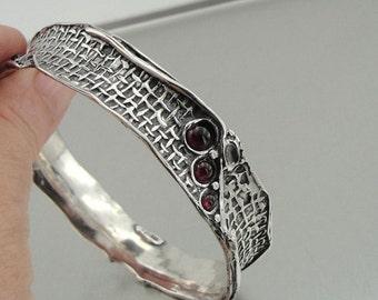 Hadar Handcrafted Artistic Solid Silver Garnet Bracelet (3147b)