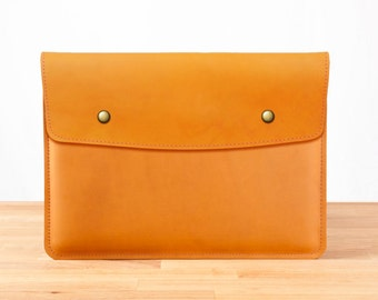 "15"" MacBook Pro with Retina Display - Leather Sleeve Case in Chestnut"