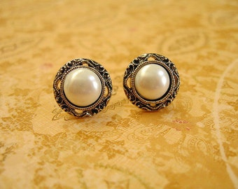Buttons Jewlery, Buttons Earrings,  White Pearl Like Color Earrings, Buttons Jewelry