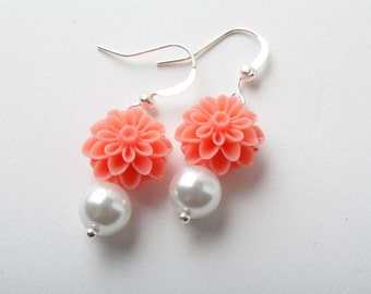 Bridesmaid coral flower earrings - coral wedding jewelry - shabby chic - coral and white - pearls earrings - Made in Canada - garden wedding