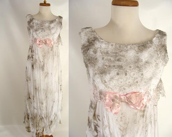 Dirty Zombie Wedding Dress. Zombie Bride. BLOOD OPTIONAL. vintage 60s White Lace Zombie Prom Dress. Ghost Halloween Costume. Size S Small 4
