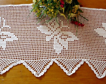 Doily Crocheted Runner Vintage White Butterfly Centerpiece   B69