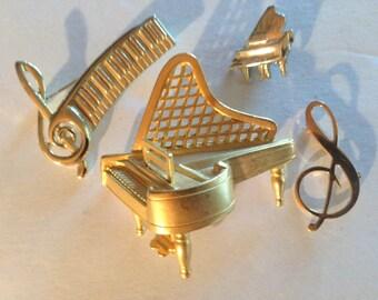 Piano Music Brooches Pin Vintage lot 459
